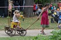 Nedělní zahradní slavnost, Paměti míst_69